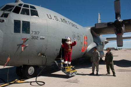 Santa-on-NORAD-cargo-plane